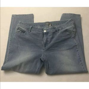 Chico's so slimming size 3.5 light wash jeans